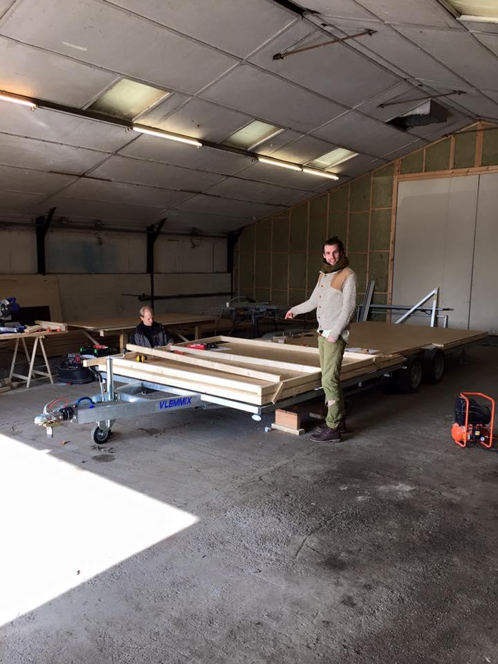5 2016-02-19 Dimka en Laurens bouw wand 2